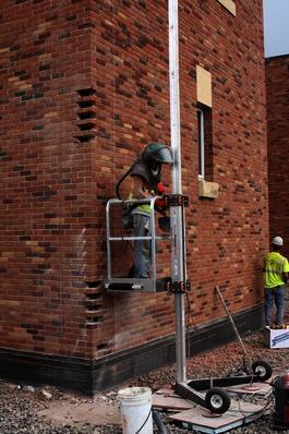 Single Mast Tilt-up w/ Man Basket   Bird Ladder